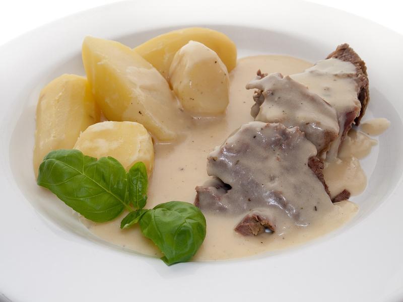 Rindertafelspitz vom Simmentaler Rind  - Serviervorschlag mit Kartoffeln und Meerrettichsauce