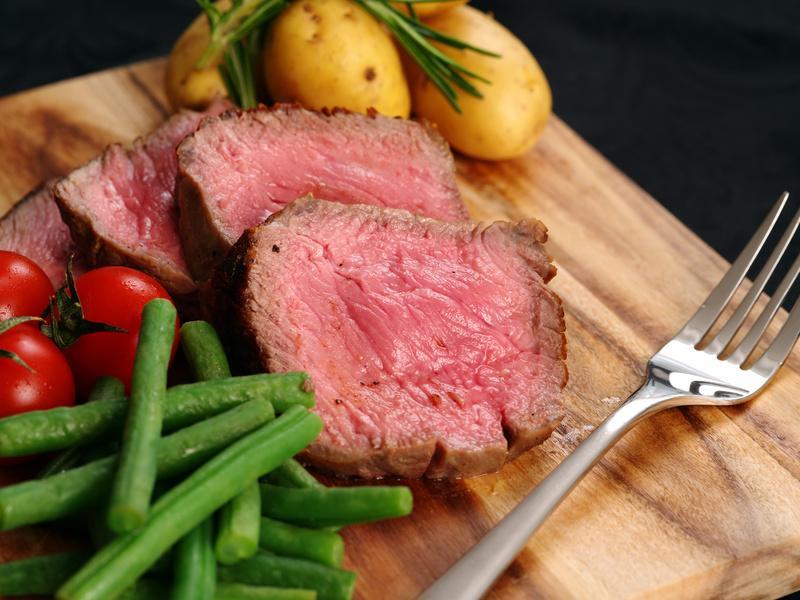 Sirloin-Steak, Dry Aged vom jungen Charolais-Rind - Serviervorschlag