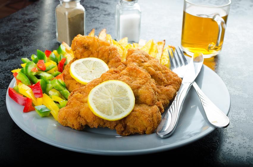Kalbsbries - Kalbsbries nach Art Wiener Schnitzel - paniert und gebraten - Serviervorschlag